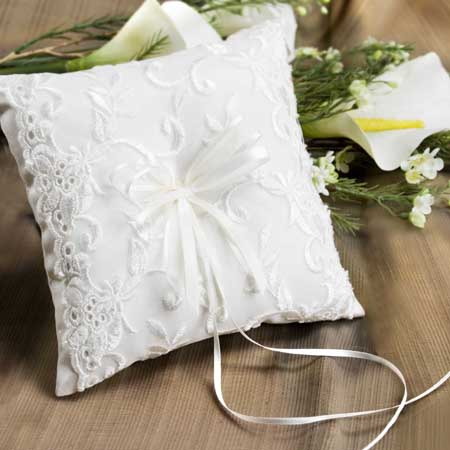 elizabeth_ring_pillow_small