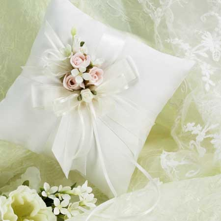 mavis_ring_pillow_small